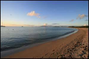 песочный пляж на Невис