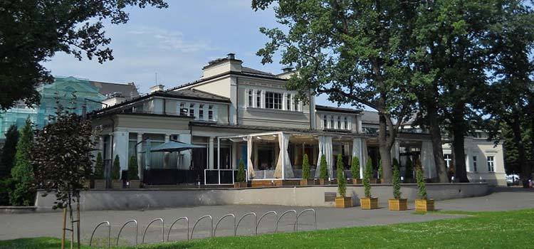 Вы думаете над приобретением Европейского ВНЖ через инвестиции в недвижимость в Латвии? И вы не один! Россияне уже купили комплекс «Вернисаж» в центре Риги за 13 млн. долларов