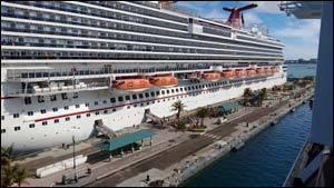 лайнер в Багамах