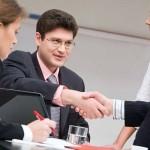 Как проводятся деловые холдинговые операции?