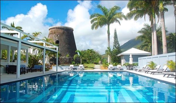 бассейн отеля Невис