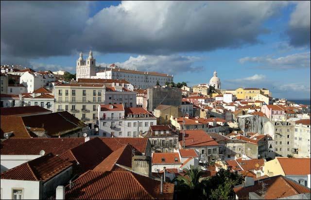 Получить ВНЖ в Португалии через воссоединение семьи и брак