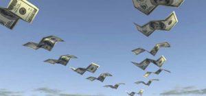Средний класс начал выводить деньги из России