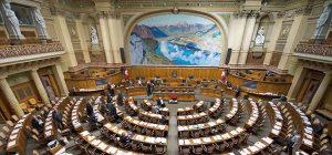 Парламент Швейцарии взялся за деньги диктаторов