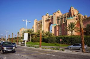 Как экспату получить водительские права в ОАЭ