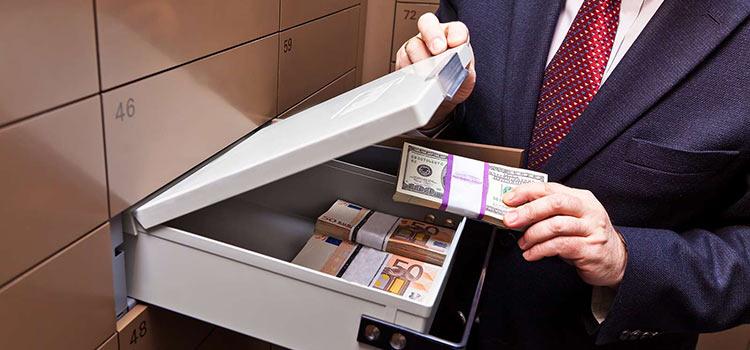 Страховщиков, брокеров и НПФ в РФ обяжут сообщать налоговикам об иностранных контактах