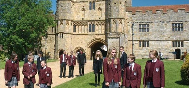 Главное – чтобы костюмчик сидел…или мифы и реальность поступления в английскую школу.