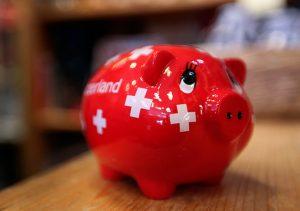 Швейцарские банки платят сотни миллионов