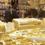 Жители Индии и Китая торопятся покупать золото