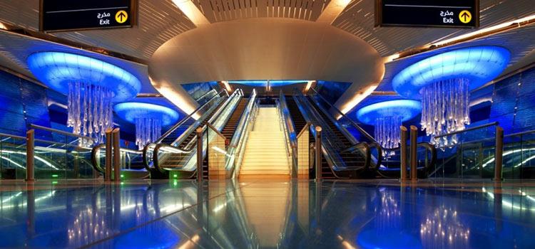 метро в Дубае при иммиграции в ОАЭ