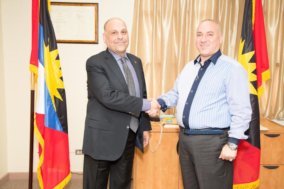 Антигуанский министр туризма Асот Майкл
