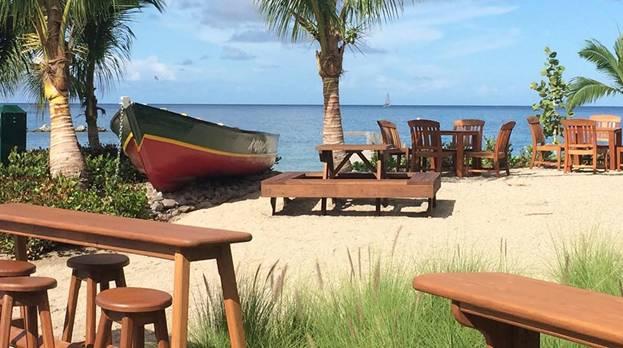 Антураж пляжного бара Сент-Китс и Невис