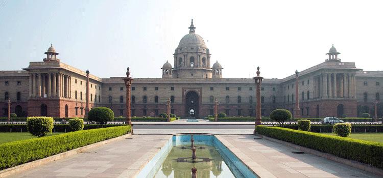 Индия продолжает борьбу с наличностью: ограничены суммы ежедневных операций