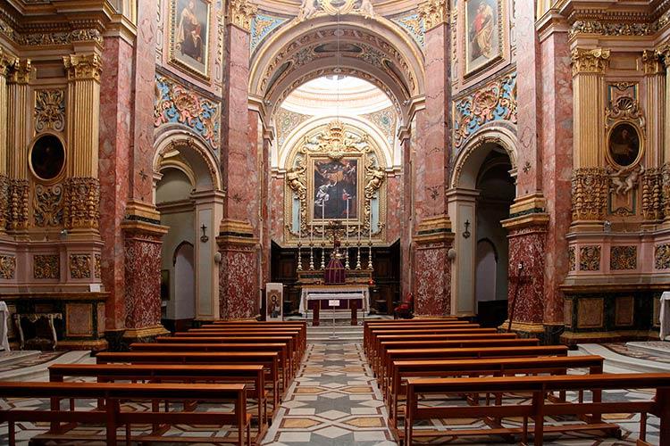 Интерьер монастыря кармелитов в Мдине