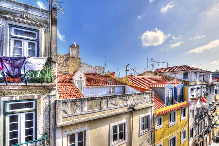 купить старый дом в центре португальского городка