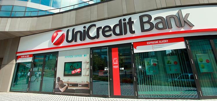 счет в банке UniCredit с личным визитом директора