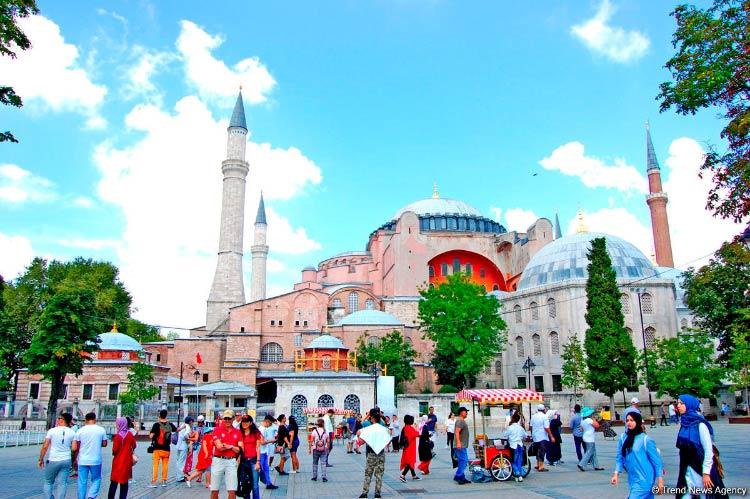Граждане России возглавили список иностранных туристов, въезжавших в Турцию