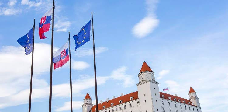 в Словакии подавать налоговую декларацию