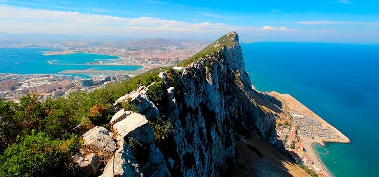 компанию в Гибралтаре и счет в банке