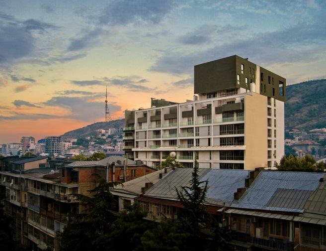 Просторная и светлая квартира в Тбилиси