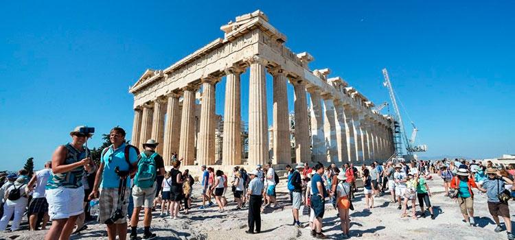 В Грецию идет мощный туристический поток