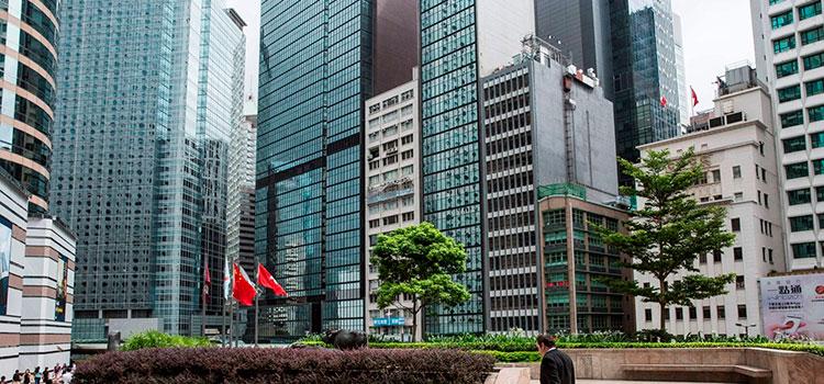 В Гонконг инвестирует все больше