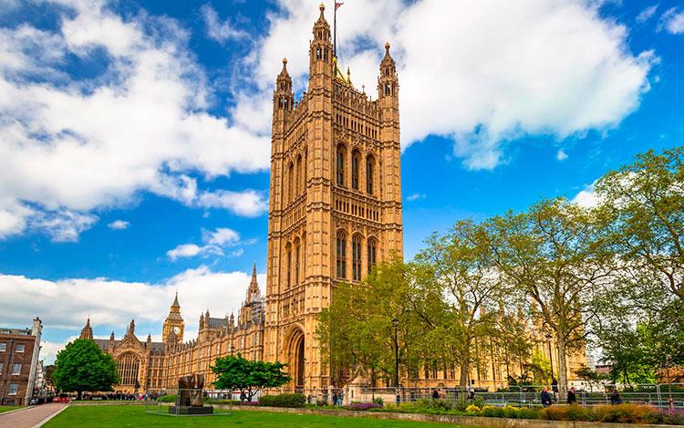 Великобритания внесла корректировки в продление долгосрочных виз