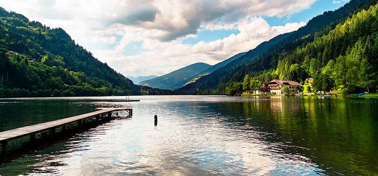 Купить четырехзвездочный отель с бассейном и видом на озеро в Каринтии (Австрия) — от 2 750 000 EUR