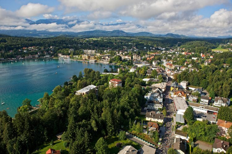 Купить отельный комплекс в Каринтии на 4 звезды: первая линия озера