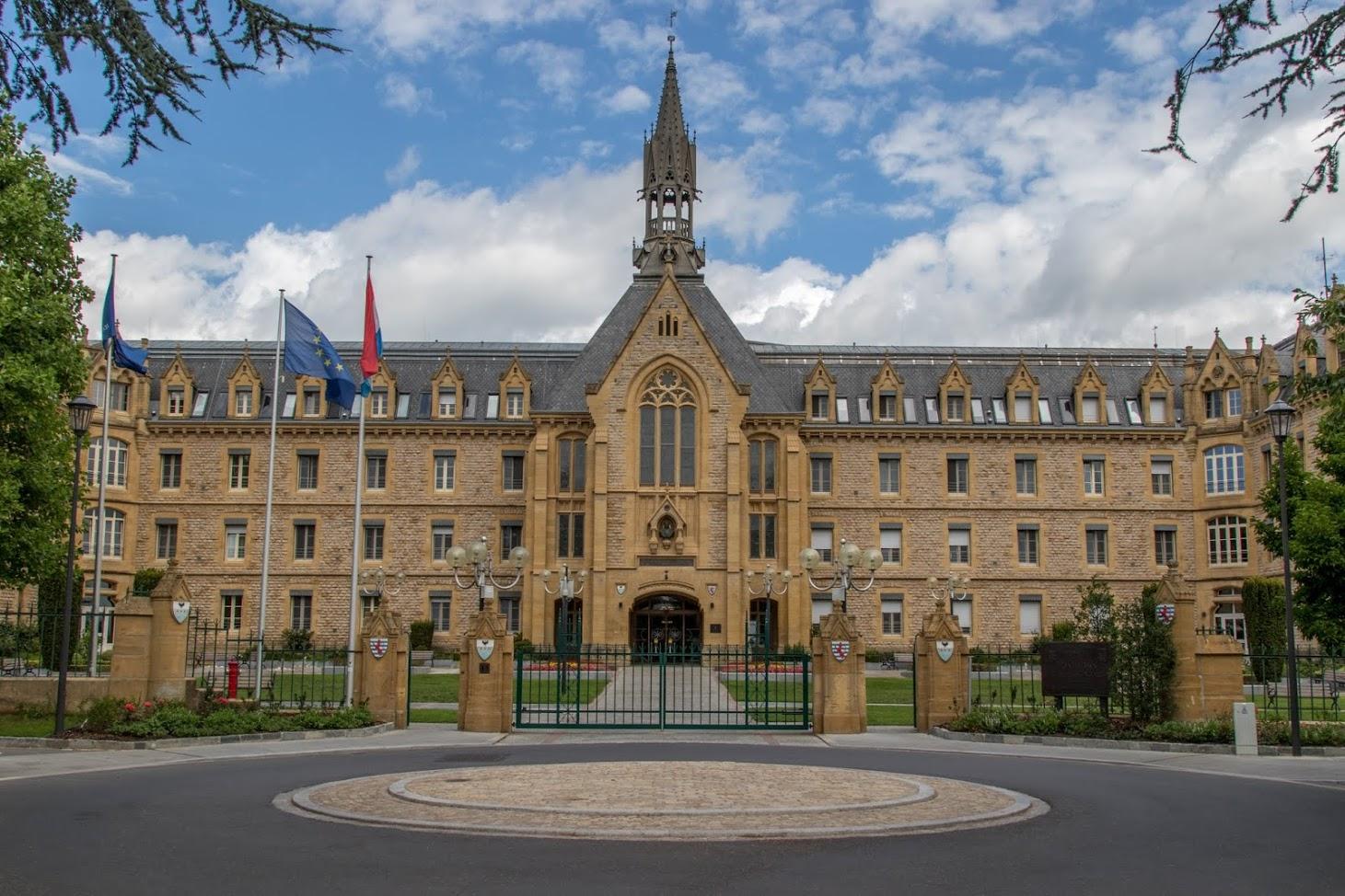 Парламент Люксембурга голосует за налоговые