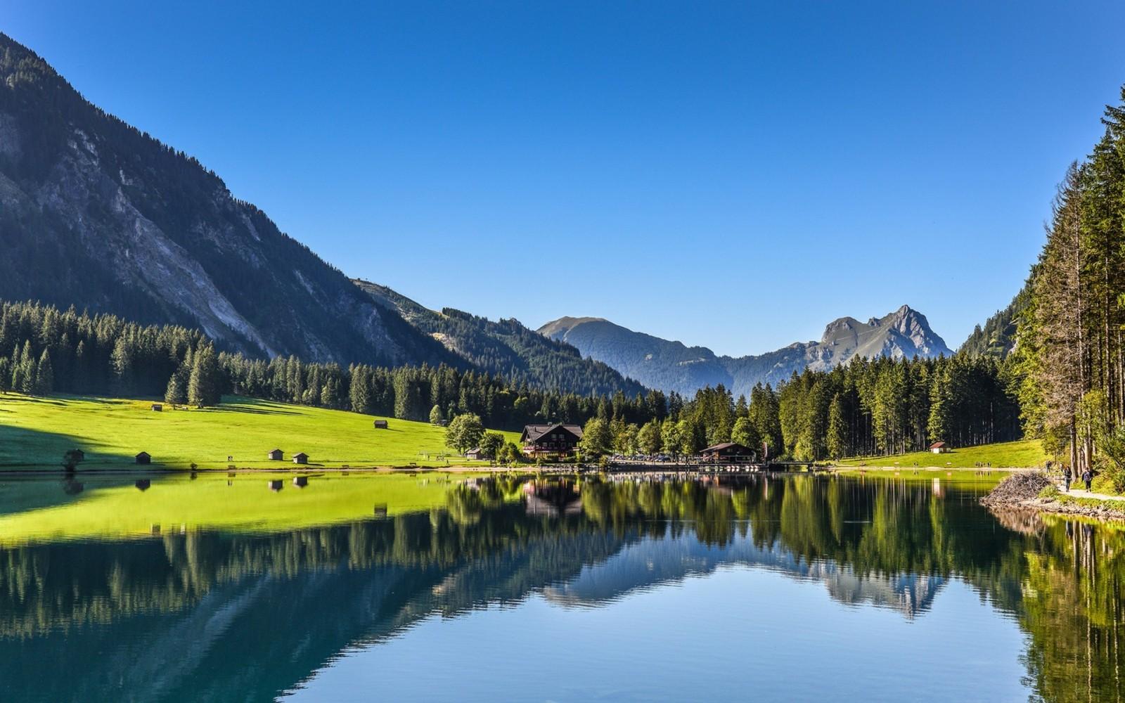 Купить отель на три звезды в Тироле с рестораном и бассейном (Австрия) — от 3 650 000 EUR