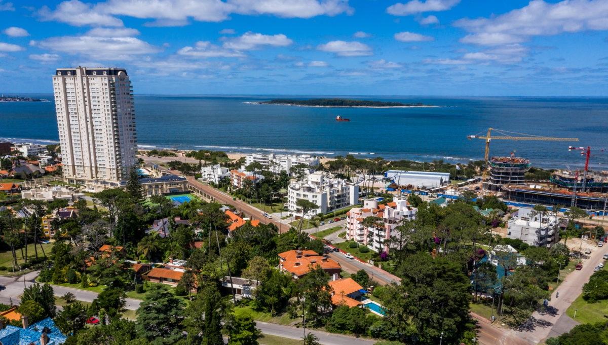 Недвижимость в Уругвае: великолепное шале возле пляжа Mansa в Пунта-дель-Эсте – 390 000 USD