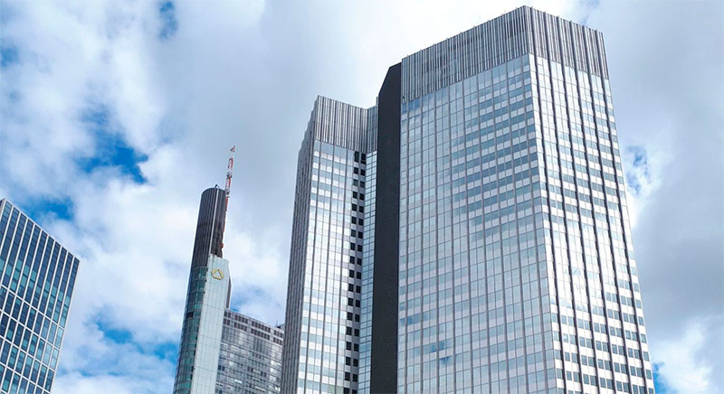 привлекать профессионалов к открытию счета в Европейском банке