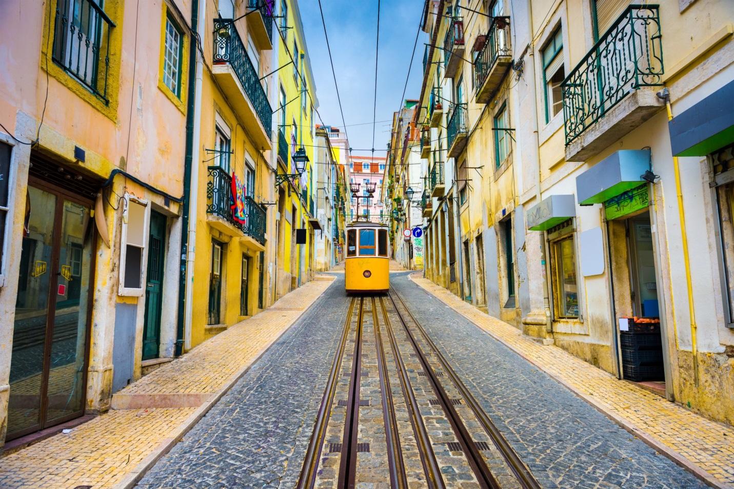 Переезд в Португалию: гайд для кандидата на золотую визу и не только