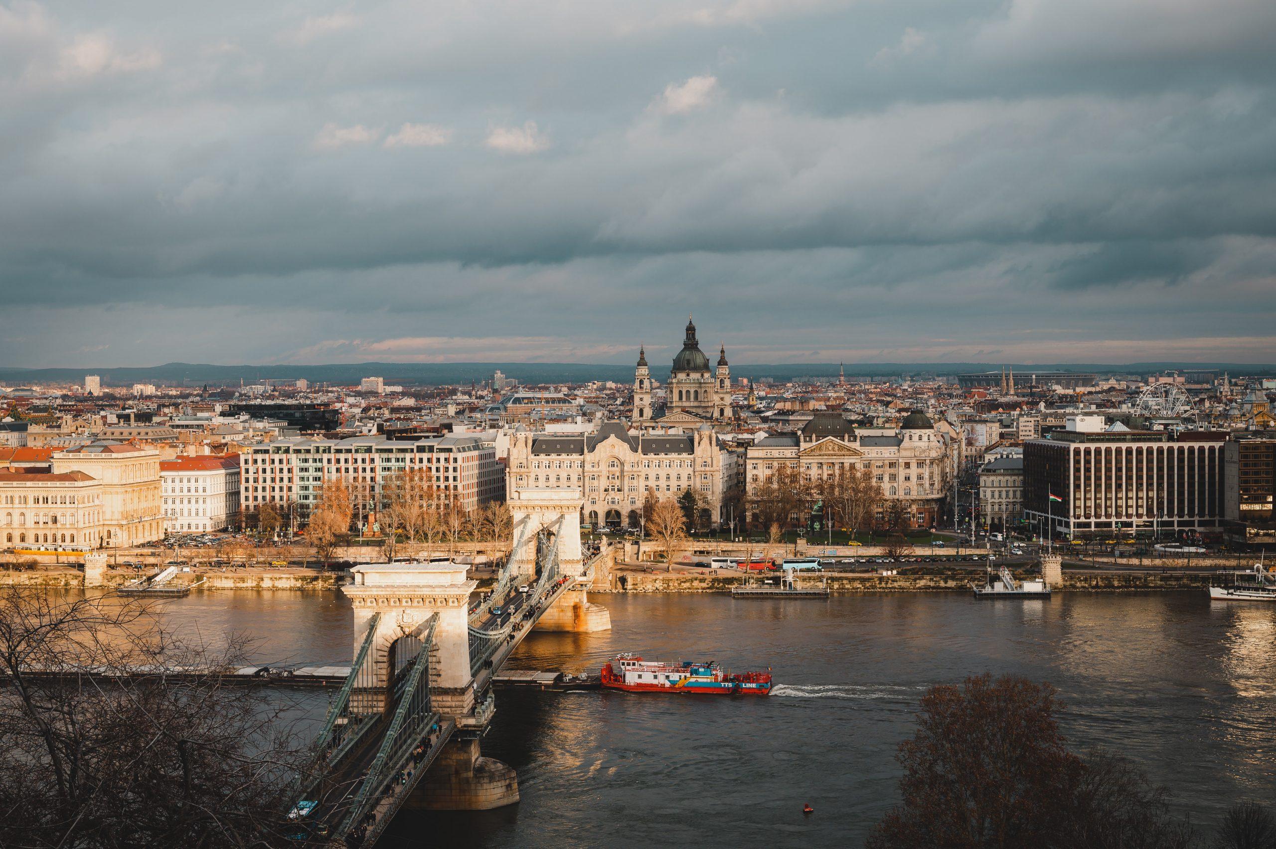 Фото - Компания в Венгрии