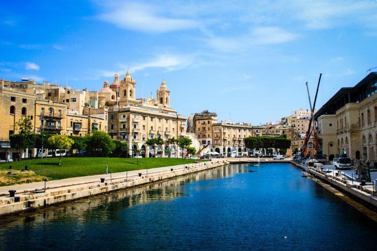 Счет на Мальте