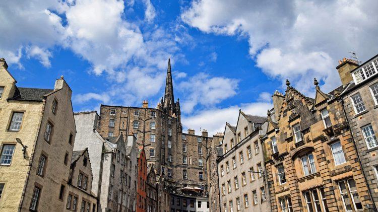 Компания в Шотландии - фото