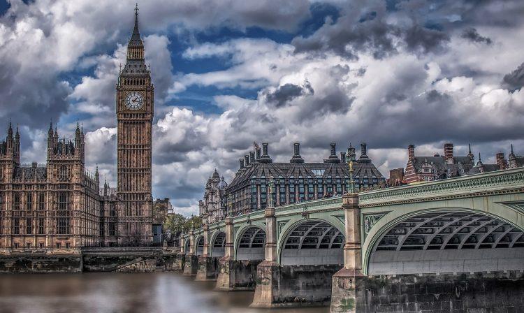 Лицензия SPI в Великобритании