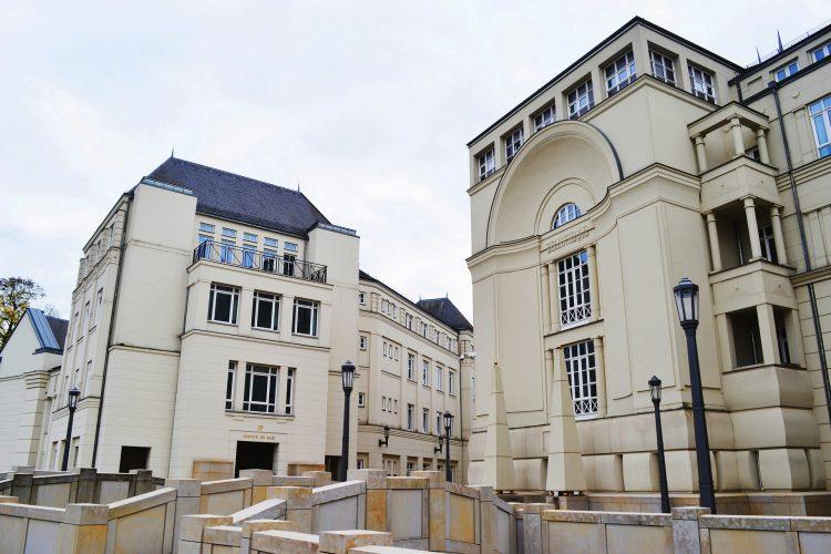 Компания в Люксембурге - фото