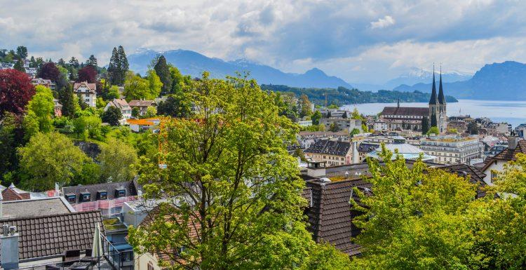 АО в Швейцарии